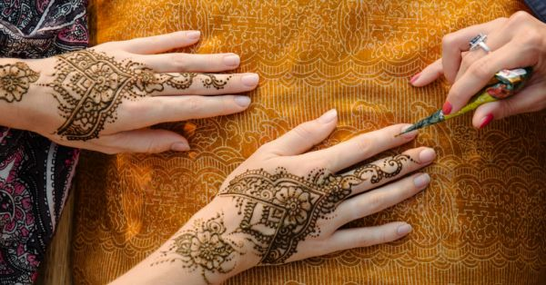 Clean Slate: Here's How You Can Remove Residual Mehendi, QUICKLY!