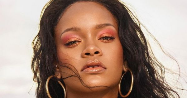 It's Official, Bad Girl RiRi Is The Queen Of 2 For 1 Makeup Hacks