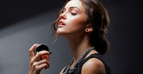 7 Things Girls Who Smell Freakin' Hot NEVER Do!