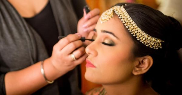 15 Thoughts Every Bride Has While Getting Her Bridal Makeup Done!