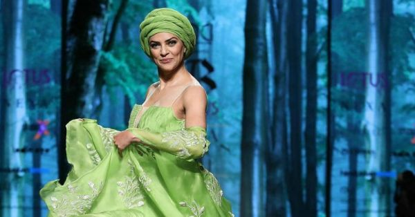 Sushmita Sen Loves Her *Greens*, Dresses Up Like Cabbage