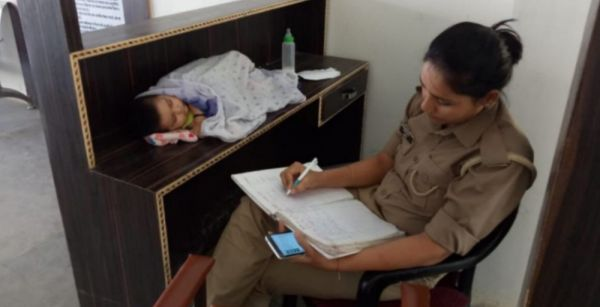 Internet Cheers For The Cop In Jhansi Who Brings Her 6-Month-Old Baby To Work