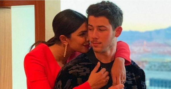 Priyanka Chopra & Nick Jonas' Wedding Pictures To Be Sold For 18 Crores?!