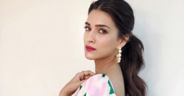 What's That Lip Colour? Kriti Sanon's Shocking-Pink Lips Weren't Meant For Lukka Chuppi