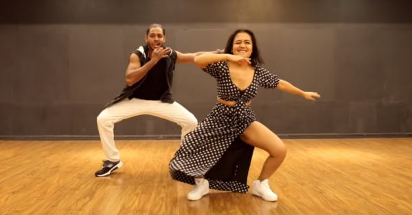 Watch: Neha Kakkar Killin' It With Her Moves & Winks In This Video Of  'Aankh Marey'