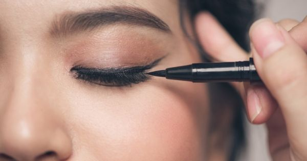 How To Make Your Own Eyeliner At Home Using Kitchen Ingredients