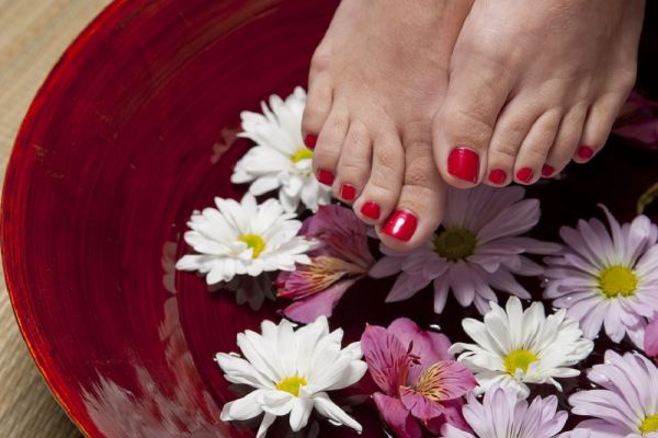 #RealGirlBeauty: 6 Home Remedies to Get Naturally Pretty Feet!