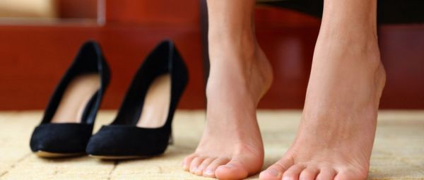 Smelly Feet? Get Rid Of Foot Odour Naturally With These Easy And Effective Home Remedies!
