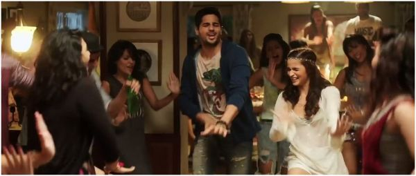 "8 Essentials For Your First House Party That'll Have Your Guests Asking, ""Kahan Se Lia?"""