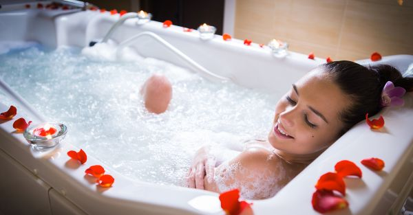 12 AMAZING Bath Sets For The Bride To Be - Pamper Yourself!