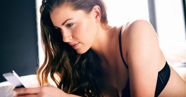 11 Tips For The Girl Who Wants To Send Her Guy *Sexy* Texts!