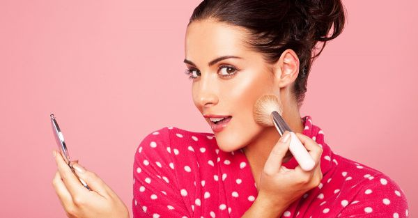 10 BEST Compact Powder For Oily Skin To Make You Look Fresh All Day Long!